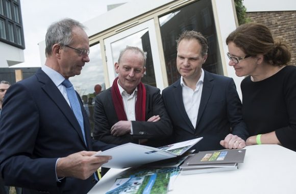 Amsterdam, 14 april 2016. Minister Kamp opent Biobased Huis op Innovation Expo 2016.